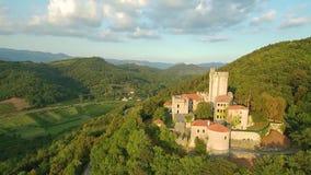 中世纪Rihemberk城堡空中英尺长度在上面od的小山在绿色森林在布拉尼克斯洛文尼亚中欧 股票视频
