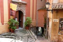 中世纪roquebrune村庄 库存图片