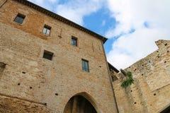 中世纪Sigismondo墙壁在R防御(Castello Sidzhizmondo) 免版税库存照片