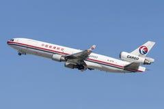 中国东方航空股份有限公司货物麦克当诺道格拉斯公司MD-11 免版税库存照片