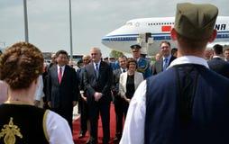 中国习近平总统的飞机在贝尔格莱德的尼古拉・特斯拉国际机场登陆了 库存照片