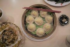 中国人上海汤饺子在火轮坐 免版税图库摄影