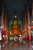 中国人在Wat Phra Thaen东的菩萨雕象敲响了Worawihan 图库摄影