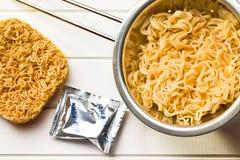 中国人干和煮沸的面条 免版税图库摄影