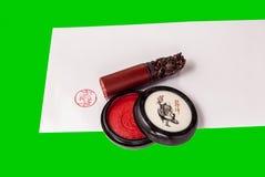 中国人邮票和印泥在信封 免版税库存照片