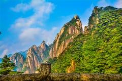 中国人登上黄山(山脉) 库存图片