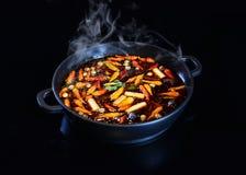 中国人HotPot非常辣热的碗汤 库存照片