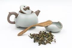 中国人Oolong与小罐的绿茶领带观世音菩萨 免版税库存照片