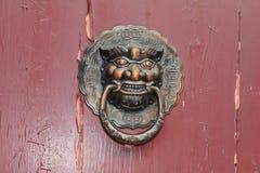 中国传统黄铜敲门人 免版税库存图片