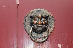 中国传统黄铜敲门人 库存照片