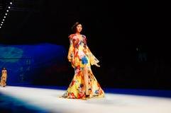 中国传统时装模特儿展示 库存图片