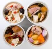 中国健康草本罐汤样式顶视图 免版税库存照片
