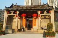 中国儿童游戏在历史建筑祖先大厅里 免版税图库摄影