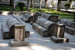 中国公墓或中国与中国士兵和工作者坟墓和坟茔的Yadgar喀喇昆仑山脉高速公路的基尔吉特巴基斯坦 免版税图库摄影