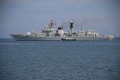 中国军舰离开口岸 库存图片