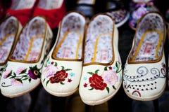 中国刺绣鞋子 库存照片
