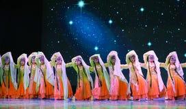 中国古典宫殿舞蹈-所有花一起开花-京剧舞蹈 库存图片