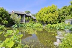 中国古典庭院池塘  免版税库存照片