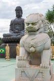 中国古典Buddah和石狮子在寺庙 图库摄影