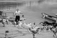 从中国古老村庄的渔夫 库存图片