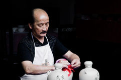 从中国古老村庄的酿酒商 免版税库存图片