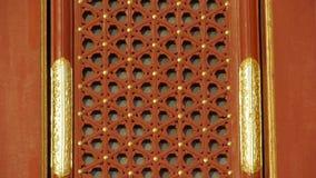 中国古老建筑学格子花呢披肩红色窗口 被绘的被雕刻的射线 股票录像