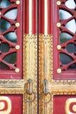 中国古铜色门把手敲门人 免版税库存照片