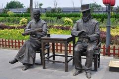 中国和西方人雕象 图库摄影