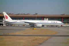 中国国际航空波音777-300er 免版税库存图片