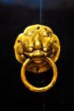 中国在古庙的敲门人门 库存照片