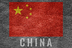 中国在斜纹布纹理设计的国家旗子 免版税库存图片