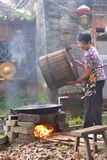 中国夫人农村生活习俗 免版税库存照片