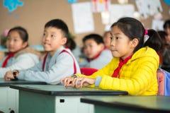 中国女孩在教室 库存照片