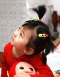 中国女孩看起来可爱  免版税图库摄影