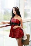 中国女孩购物中心购物 免版税库存图片