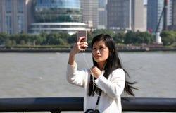 中国女孩采取selfie 库存图片