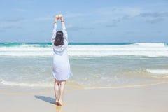 中国妇女或游人从亚洲以愉快和放松时间  免版税库存照片