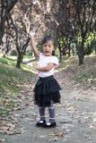 中国妇女跳舞在森林01 免版税库存照片
