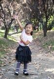 中国妇女跳舞在森林03 免版税库存照片