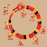 中国孩子演奏龙跳舞庆祝春节节日 向量例证