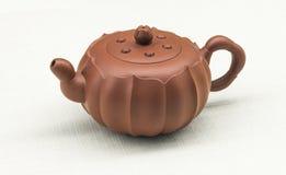 中国宜兴紫色沙子茶壶 免版税库存图片