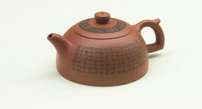 中国宜兴紫色沙子茶壶 免版税图库摄影