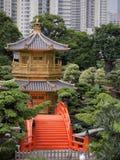中国寺庙和入口桥梁 免版税库存照片
