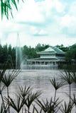 中国寺庙和喷泉 免版税图库摄影