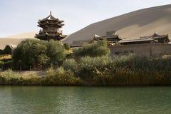中国寺庙在沙漠 免版税库存图片