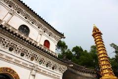 中国寺庙的金黄塔 库存照片