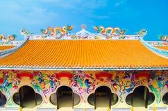 中国屋顶和蓝天有历史的结构  免版税图库摄影
