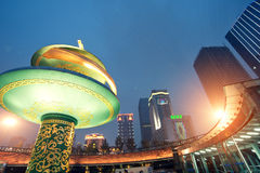 中国市中心正方形夜 免版税库存照片