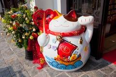 中国幸运的猫小雕象 免版税库存照片