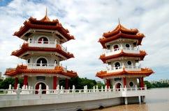 中国庭院塔新加坡孪生 库存图片